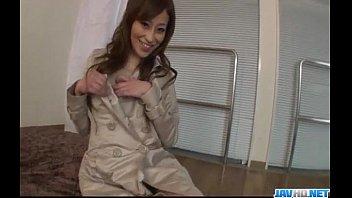 【日本A片】熟女脫掉大衣,裡面竟然沒穿