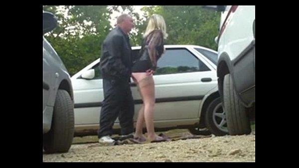 【自拍A片】美女怕被開單,脫光衣服給警察上