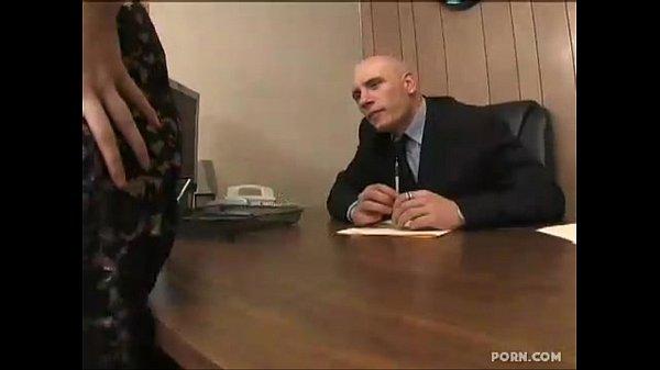【A片直播】女秘書做得很好,老闆獎勵獎勵她