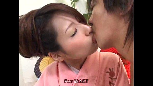 【日本A片】男友想幹女友朋友,女友只好答應一下了