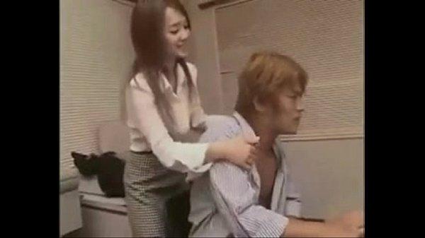 【日本A片】為了不失去工作,只好聽老闆說的做