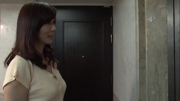 【A片直播】隔壁少婦經常自慰,只好去問看看需不需要幫忙