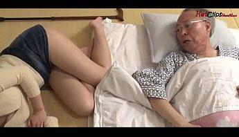 [亂倫A片] 媳婦裙子太短太撩人公公忍不住幹下去