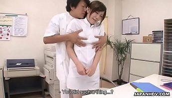 [自拍A片] 新來的護士被醫生玩多p