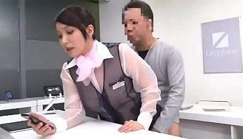 【免費A片】超能力透視眼痴漢 還隱形幹制服女子手機售貨員